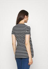 MAMALICIOUS - MLOLINA IRIS - T-shirts med print - black/snow white - 2