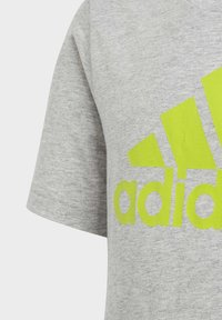 adidas Performance - MUST HAVES  BADGE OF SPORT T-SHIRT - T-shirt print - grey - 2