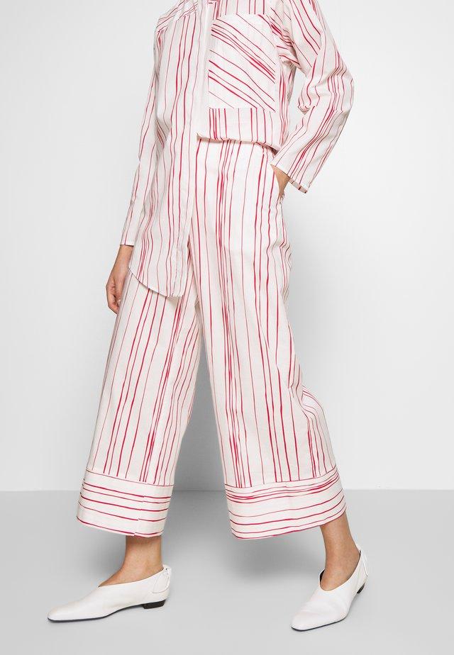 HANNY - Spodnie materiałowe - white