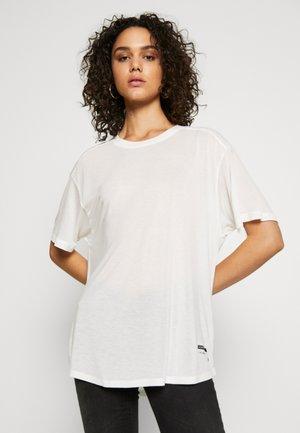 WEIR UTILITY LOOSE R-NECK - Print T-shirt - milk