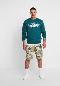 Vans - CREW - Sweatshirts - dark green - 1
