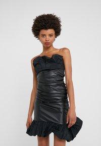 Pinko - STRANAMORE ABITO SIMILPELLE - Koktejlové šaty/ šaty na párty - black - 0