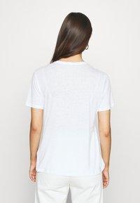 Tommy Hilfiger - CHRISTA REGULAR - T-shirts med print - white - 2