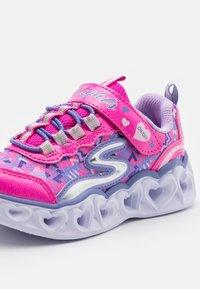 Skechers - HEART LIGHTS - Trainers - neon pink - 5