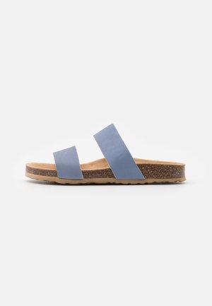BIABETRICIA TWIN STRAP - Matalakantaiset pistokkaat - light blue
