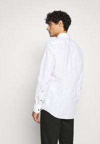 Seidensticker - BUSINESS KENT PATCH - Formal shirt - weiß - 2
