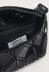 adidas Originals - WAISTBAG §D - Ledvinka - black - 4