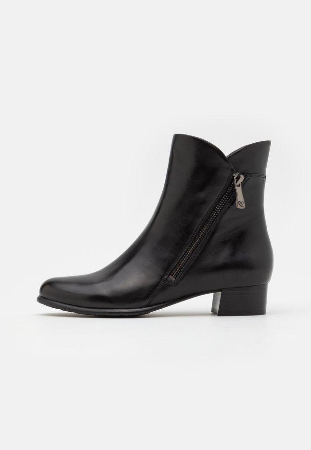 BLETILLA - Kotníkové boty - black