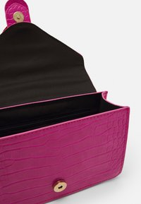 Pieces - PCABBY CROSS BODY CROC - Bandolera - hot pink - 2