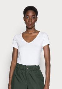 Anna Field - 2 PACK - Basic T-shirt - white/black - 1