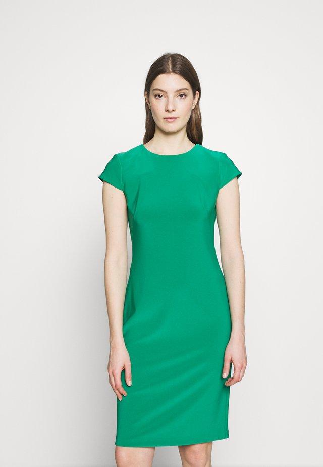 BONDED DRESS - Pouzdrové šaty - malachite