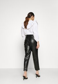 Missguided Petite - BELTED SEAM DETAIL TROUSER - Trousers - black - 2