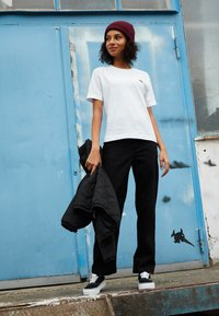 Vans - WM JUNIOR V BOXY - Print T-shirt - white - 3