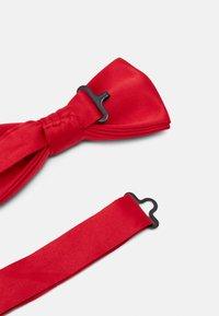Only & Sons - ONSTED BOW TIE SET - Kapesník do obleku - pompeian red - 4