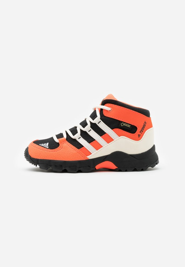 TERREX RELAXED SPORTY GORETEX MID SHOES - Zapatillas de senderismo - core black/core white/solar red