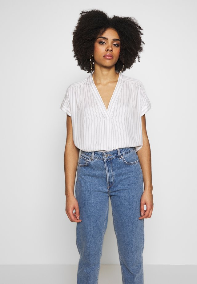 ROLL CUFF V NECK TOP - Blouse - white