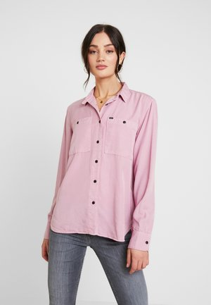 FEMININE WORKER - Button-down blouse - dusky violet