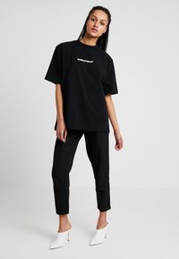 House of Holland - BLACK 'HOH' EMBROIDERED  - Print T-shirt - black - 1