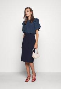 IVY & OAK - PENCIL SKIRT - Pencil skirt - navy blue - 1