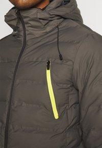Brunotti - SAXON MENS SNOWJACKET - Snowboardová bunda - pine grey - 7