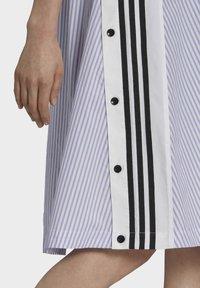 adidas Originals - Dry Clean Only xSHIRT DRESS - Jerseykjoler - light purple - 5