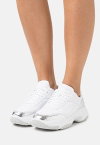 Calvin Klein Jeans - CHUNKY SOLE LACEUP  - Trainers - silver - 0