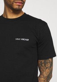 YAVI ARCHIE - Print T-shirt - black - 5
