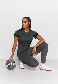Nike Performance - PANT - Teplákové kalhoty - anthracite/black - 1