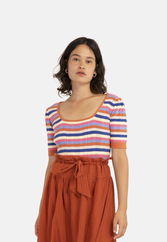 NEA - T-shirt con stampa - brick red