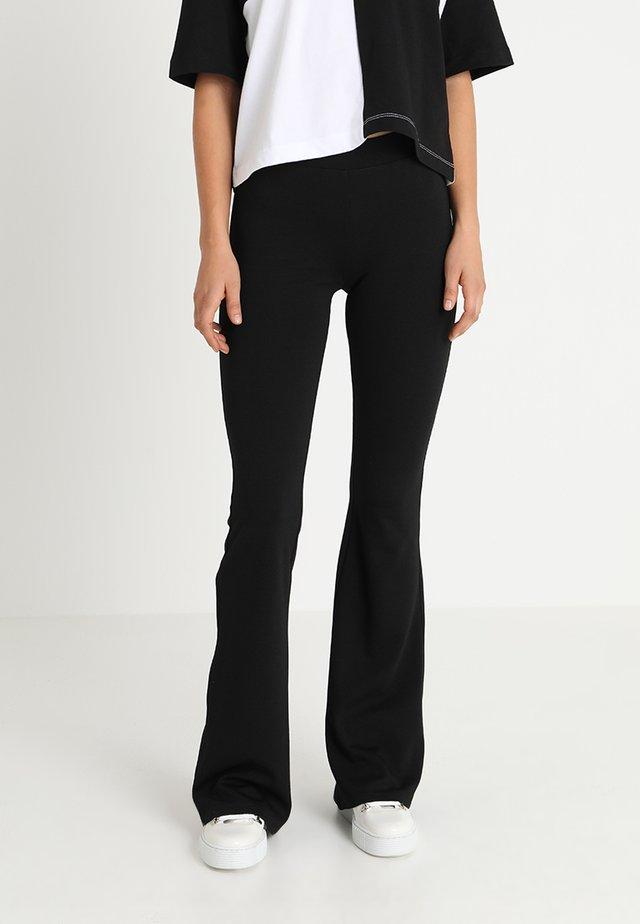 ONLPAIGE FLARED PANT - Broek - black