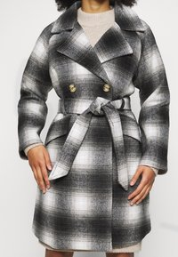 Pieces Petite - PCSIENA COAT - Classic coat - whitecap gray/brown/mole - 4