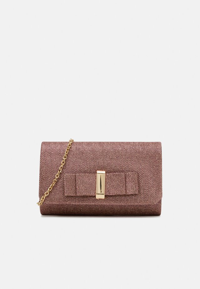 Clutches - berry