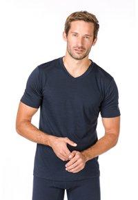 super.natural - SUPER.NATURAL MERINO T-SHIRT M BASE V-NECK TEE 140 - Basic T-shirt - blau - 0