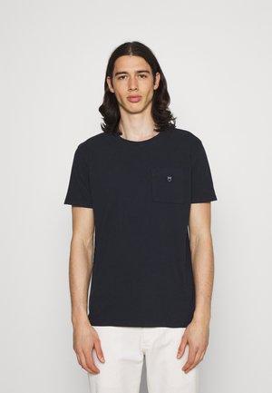 ALDER GARMENT TEE POCKET AND BADGE - T-shirt basic - total eclipse