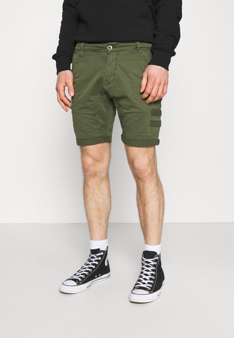 Alpha Industries - KEROSENE PATCH - Shorts - dark olive