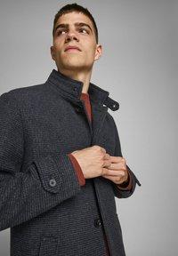 Jack & Jones PREMIUM - JPRBLAMELTON - Classic coat - dark grey melange - 3
