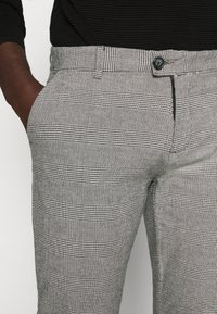 Redefined Rebel - ERCAN PANTS - Pantalon classique - grey check - 4