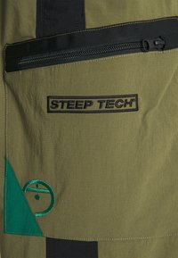 The North Face - STEEP TECH PANT UNISEX - Cargo trousers - burnt olive green/evergreen/black - 3