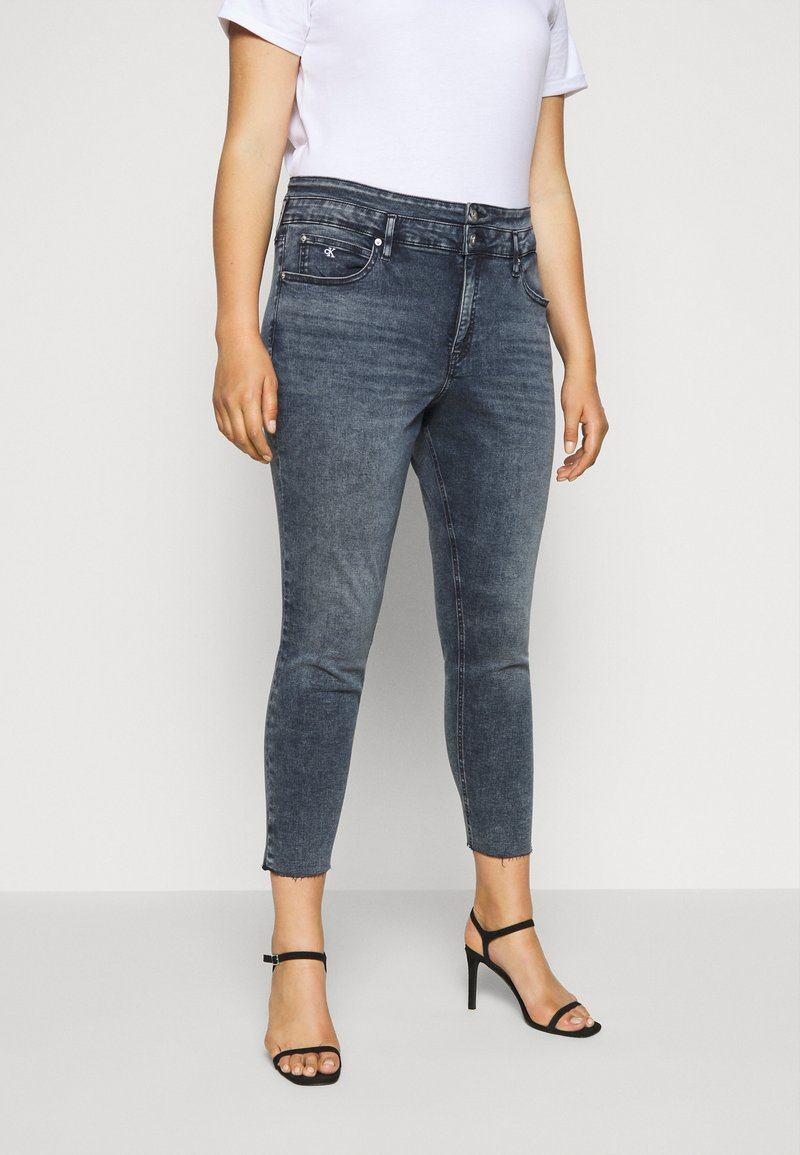 Calvin Klein Jeans Plus - HIGH RISE SKINNY ANKLE - Jeans Skinny Fit - blue/black denim