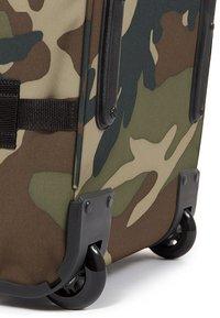 Eastpak - TRANVERZ M CORE COLORS  - Wheeled suitcase - camo - 5