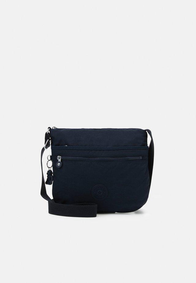 ARTO - Taška spříčným popruhem - blue