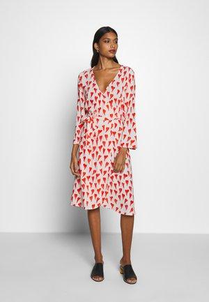 WINNI DRESS - Korte jurk - off-white/red