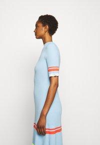 Victoria Victoria Beckham - STRIPE DETAIL SOFT SUMMER DRESS - Sukienka z dżerseju - pale blue - 4
