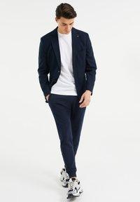 WE Fashion - SLIM FIT  - Sako - dark blue - 1