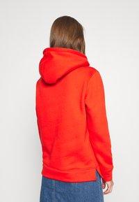 Tommy Hilfiger - HOODIE - Jersey con capucha - oxidized orange - 2