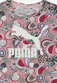 Puma - CLASSICS FRUIT TEE - Camiseta estampada - pink - 3