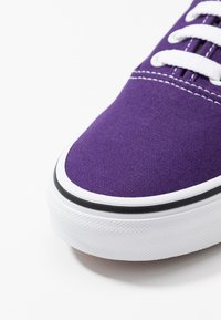 Vans - AUTHENTIC - Trainers - violet indigo/true white - 6