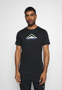 Nike Performance - DRY TEE TRAIL - Print T-shirt - black/pistachio frost - 2