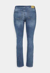 ONLY Carmakoma - CARRICA LIFE - Jeans straight leg - medium blue denim - 1