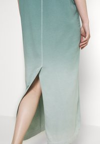Weekday - LIA PRINTED DRESS - Jersey dress - green - 3
